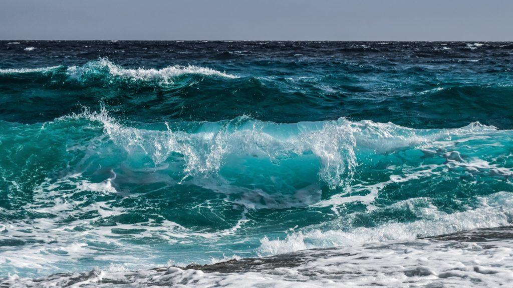 « Homme libre, toujours tu chériras la mer ! »*